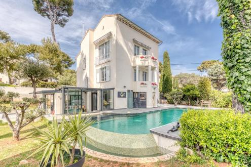 Luxury House for sale ANTIBES, 250 m², 4 Bedrooms, € 3 900 000