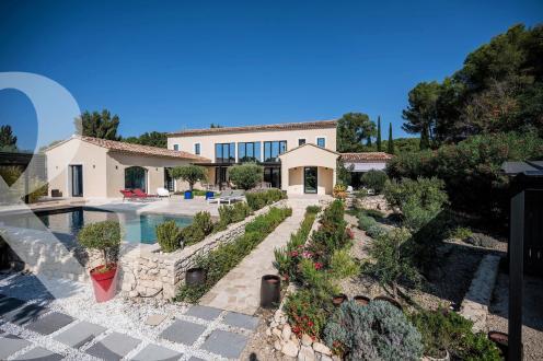Maison de luxe à vendre PARADOU, 325 m², 6 Chambres, 2120000€