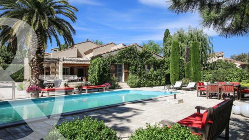 Maison de luxe à vendre PARADOU, 170 m², 5 Chambres, 1484000€