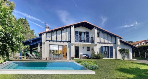Дом класса люкс на продажу  Сибур, 4 Спальни, 1380000€