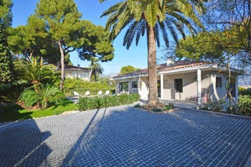Villa de luxe à vendre ROQUEBRUNE CAP MARTIN, 300 m², 4 Chambres, 5150000€