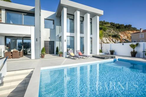 Дом класса люкс на продажу  Испания, 456 м², 4 Спальни, 650000€