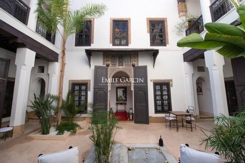 Дом класса люкс на продажу  Марракеш, 580 м², 4 Спальни, 410000€