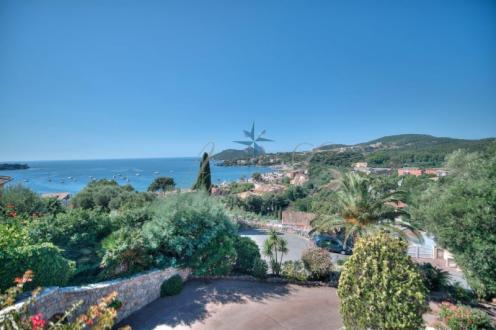 Luxus-Haus zu verkaufen SAINT RAPHAEL, 224 m², 4 Schlafzimmer, 1390000€