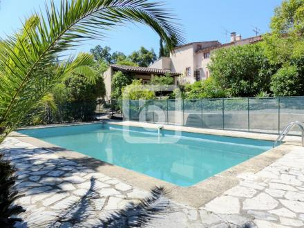 Propriété de luxe à vendre FREJUS, 220 m², 5 Chambres, 650000€
