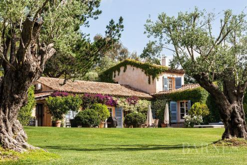 Maison de luxe à louer SAINT TROPEZ, 160 m², 4 Chambres,