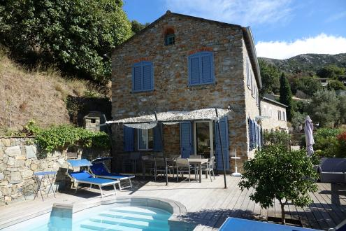 Luxus-Villa zu verkaufen OLETTA, 290 m², 7 Schlafzimmer, 980067€