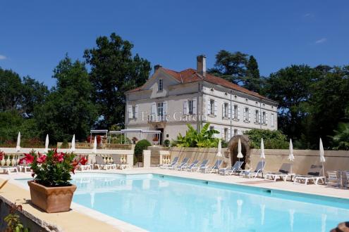Château / Manoir de luxe à vendre MONTAUBAN, 745 m², 12 Chambres, 1280000€