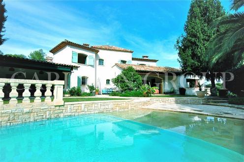 Вилла класса люкс на продажу  Ла-Коль-Сюр-Лу, 222 м², 5 Спальни, 1175000€