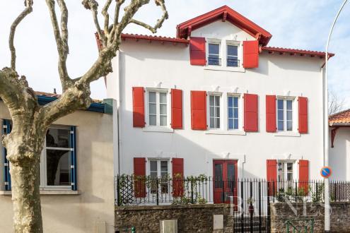 Дом класса люкс на продажу  Биарриц, 155 м², 3 Спальни, 1395000€