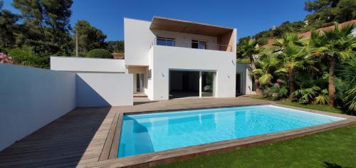 Villa de luxe à vendre CARQUEIRANNE, 140 m², 4 Chambres, 820000€
