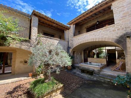 Maison de luxe à louer UZES, 400 m², 5 Chambres,