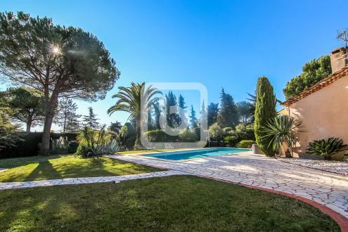 Proprietà di lusso in vendita MOUGINS, 190 m², 5 Camere, 1150000€