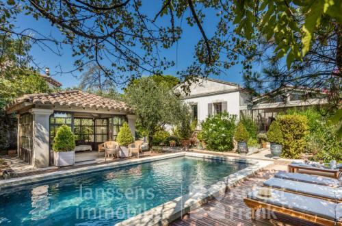 Дом класса люкс на продажу  Сен-Реми-Де-Прованс, 6 Спальни, 1330000€