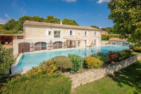 Дом класса люкс на продажу  Экс-Ан-Прованс, 700 м², 8 Спальни, 2800000€
