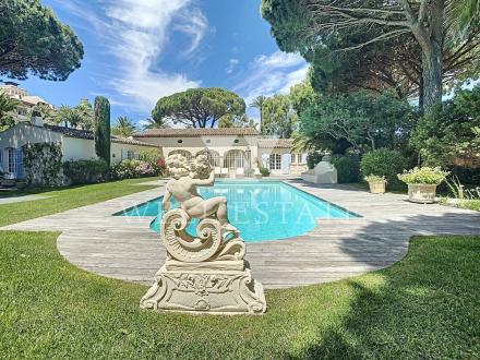 Вилла класса люкс на продажу  Сен-Тропе, 323 м², 6500000€