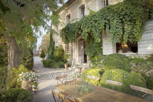 Luxury House for rent BONNIEUX, 220 m², 4 Bedrooms, € 12 000/month