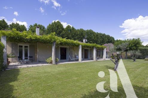 Дом класса люкс на продажу  Сен-Реми-Де-Прованс, 130 м², 3 Спальни, 795000€