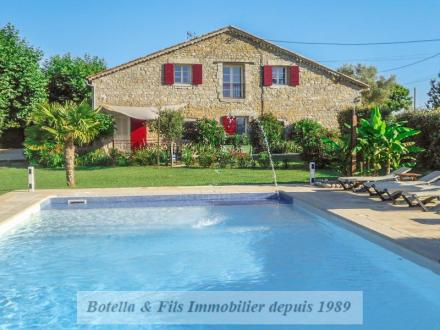 Luxe Huis te koop UZES, 350 m², 8 Slaapkamers, 849900€