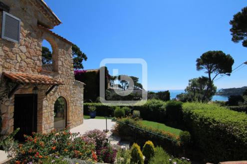 Villa de luxe à vendre CAP D'ANTIBES, 200 m², 3 Chambres, 2500000€