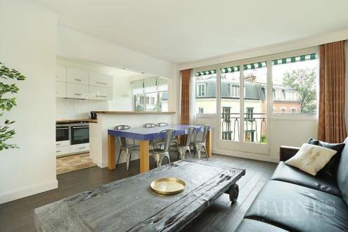 Appartement de luxe à louer PARIS 16E, 74 m², 2 Chambres, 2400€/mois