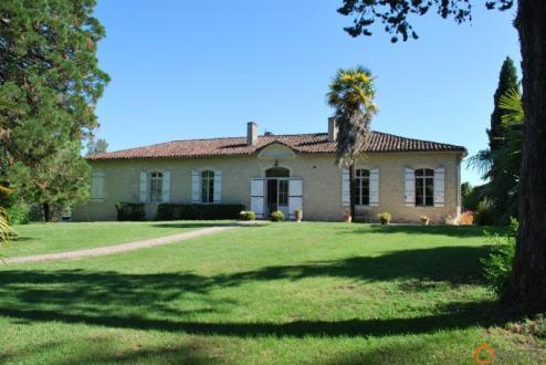 Maison de luxe à vendre AUCH, 340 m², 6 Chambres, 890000€