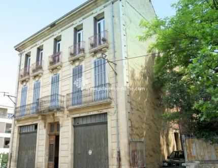 Luxe Herenhuis te koop APT, 412 m², 8 Slaapkamers, 598500€