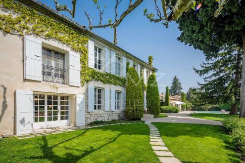 Дом класса люкс на продажу  Сен-Реми-Де-Прованс, 422 м², 4 Спальни, 1395000€