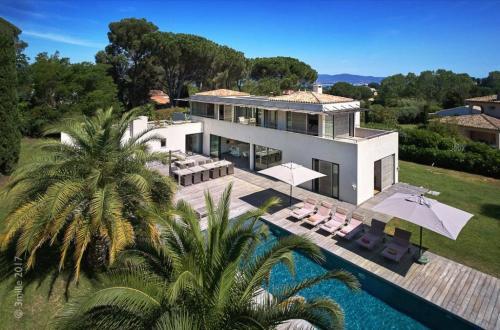 Maison de luxe à louer GASSIN, 237 m², 5 Chambres,