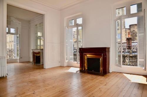 Квартира класса люкс на продажу  Бордо, 123 м², 3 Спальни, 989000€