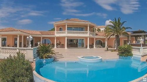 Villa de luxe à vendre LES ISSAMBRES, 800 m², 5 Chambres, 5950000€