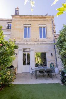 Дом класса люкс на продажу  Бордо, 140 м², 3 Спальни, 830000€