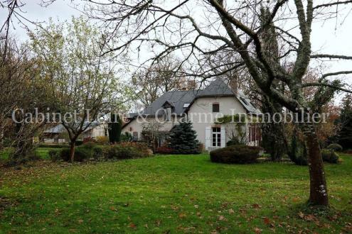 Дом класса люкс на продажу  ONZAIN, 220 м², 4 Спальни, 620000€
