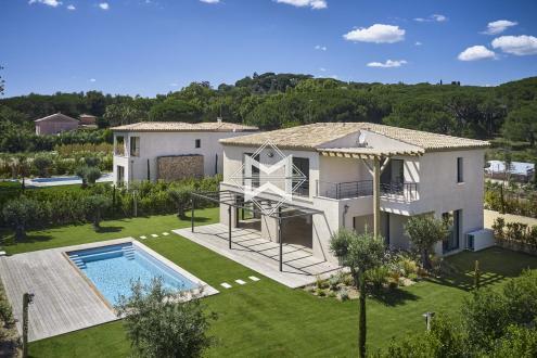 Вилла класса люкс на продажу  Сен-Тропе, 227 м², 5 Спальни, 3800000€