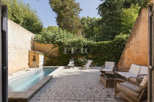 Luxury House for sale CUCURON, 200 m², 5 Bedrooms, €590000