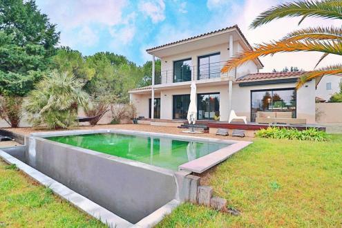 Maison de luxe à vendre SAINT REMY DE PROVENCE, 140 m², 3 Chambres, 775950€