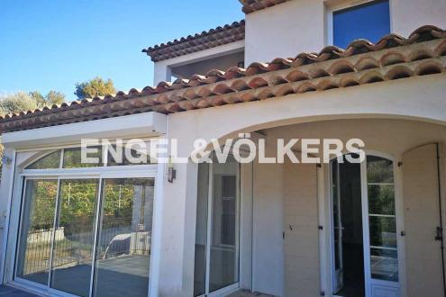Villa de luxe à vendre LE ROURET, 210 m², 4 Chambres, 890000€