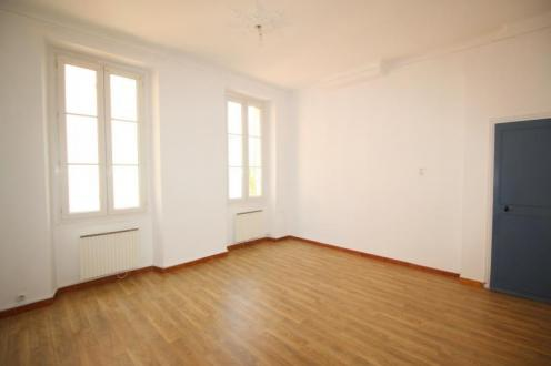 Luxury Apartment for rent OLLIOULES, 56 m², 2 Bedrooms, €665/month