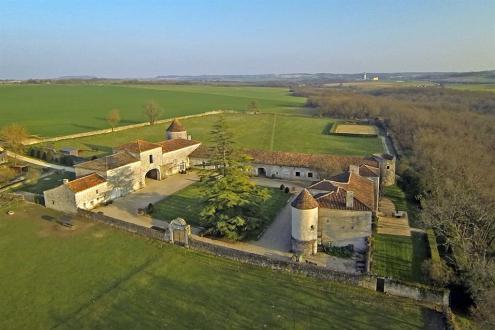 Château / Manoir de luxe à vendre ANGOULEME, 650 m², 7 Chambres, 1990000€