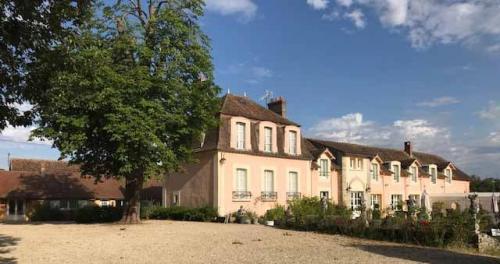 Château / Manoir de luxe à vendre LES ECRENNES, 800 m², 15 Chambres, 2415000€