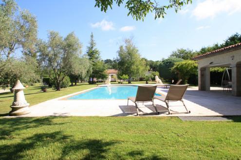Proprietà di lusso in vendita MONTAUROUX, 320 m², 5 Camere, 2200000€