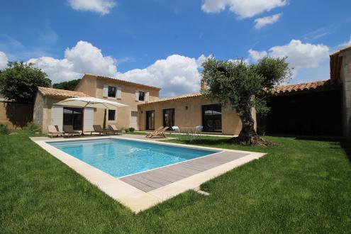 Luxury House for rent EYGALIERES, 180 m², 3 Bedrooms,