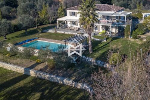 Maison de luxe à vendre CHATEAUNEUF DE GRASSE, 250 m², 4 Chambres, 1390000€