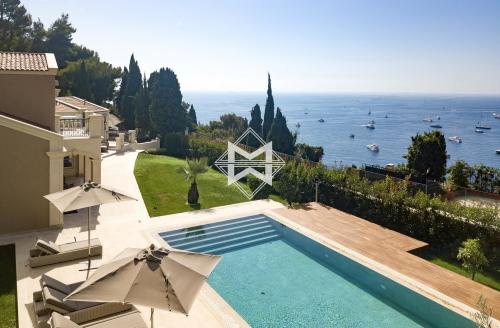 Villa de luxe à vendre ROQUEBRUNE CAP MARTIN, 400 m², 5 Chambres, 7800000€