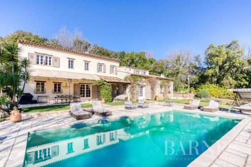 Villa di lusso in vendita VALBONNE, 350 m², 6 Camere, 2750000€
