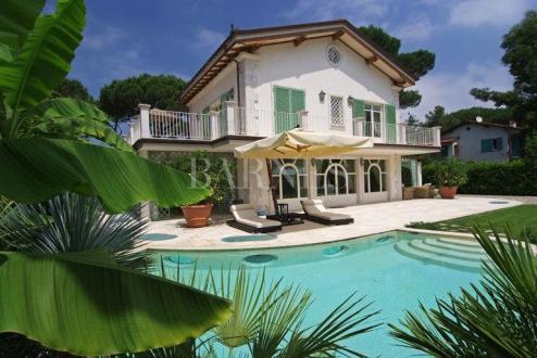 Вилла класса люкс на продажу  FORTE DEI MARMI, 550 м², 6 Спальни, 4500000€