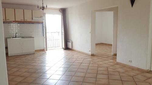 Luxury Apartment for rent FORCALQUIER, 55 m², 2 Bedrooms, €625/month