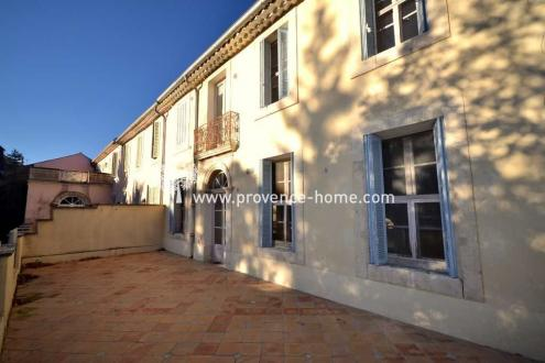 Luxury Town house for sale APT, 300 m², 6 Bedrooms, € 690 000