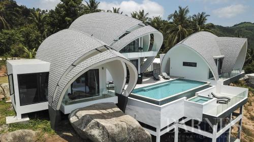 Дом класса люкс на продажу  Тайланд, 220 м², 4 Спальни, 825491€