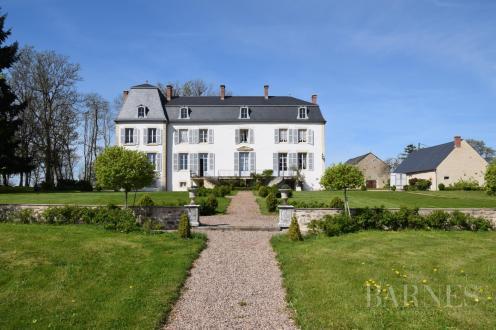 Château / Manoir de luxe à vendre CHATEAU CHINON CAMPAGNE, 420 m², 5 Chambres, 795000€